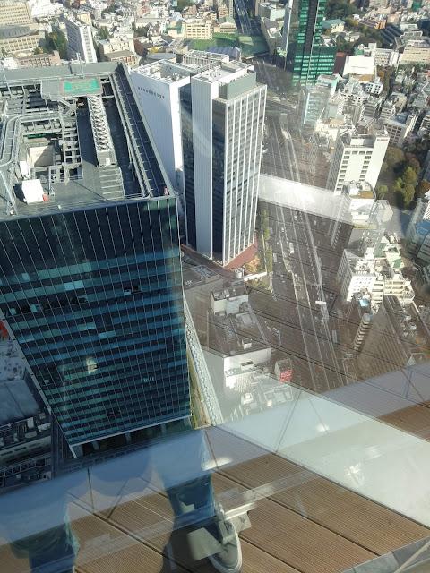 渋谷スクランブルスクエア屋上から見た足元の様子です。