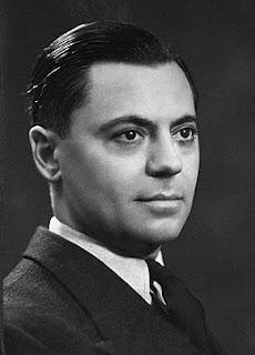 Jean Moulin est le seul haut fonctionnaire français à entrer en résistance en 1940