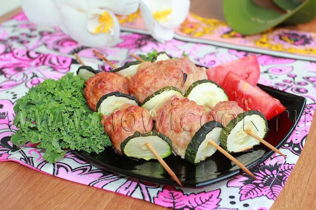 рецепт мясных фрикаделек с кабачками на шпажках