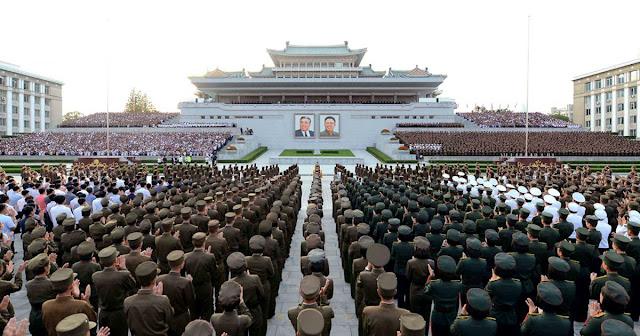 A Coreia do Norte produziu com sucesso uma ogiva nuclear miniaturizada que pode caber dentro de seus mísseis, cruzando um limiar-chave no caminho para se tornar uma força nuclear, funcionários da inteligência dos EUA concluíram.