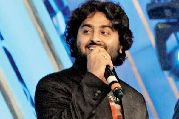 Lirik Lagu Arijit Singh - Hamari Adhuri Kahani