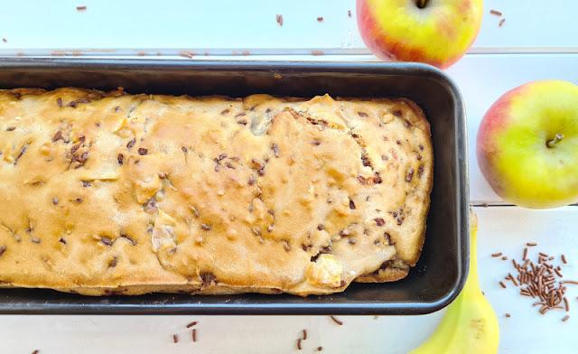 Rezept: Schneller Apfel-Banane-Schoko-Kuchen ohne Zucker. Schnell in der Kastenform gebacken, schmeckt dieses Kuchen-Brot auch Kindern hervorragend!