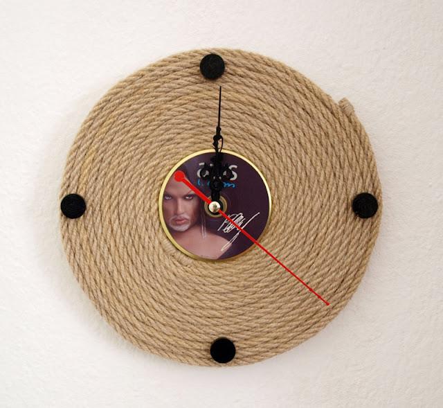 ساعة حائطة بحبل من القنب