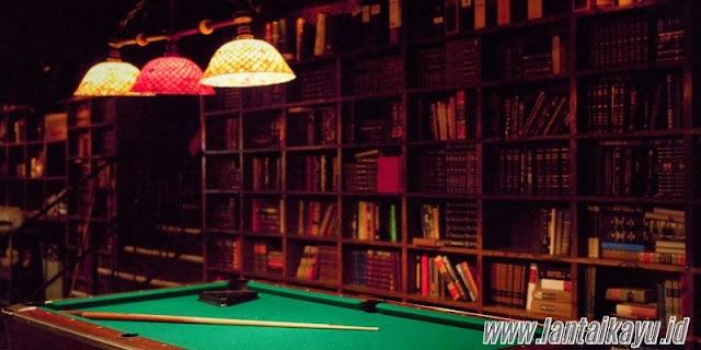 ide dekorasi ruang billiard - sediakan rak penyimpanan