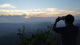 berburu sunrise di tebing nemplek tuban