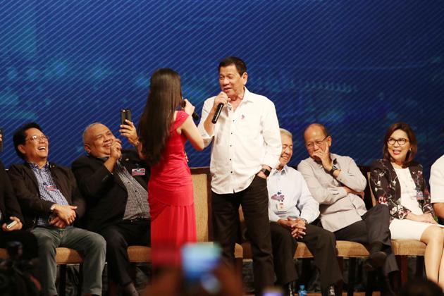 Dutertesa interprète sa chanson préférée, Ikaw