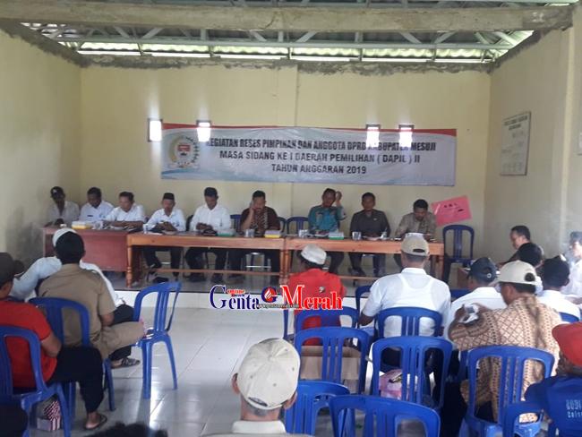 Reses DPRD, Warga Sidang Iso Mukti Mesuji Meminta Pemda Kucurkan Obat Hama Padi