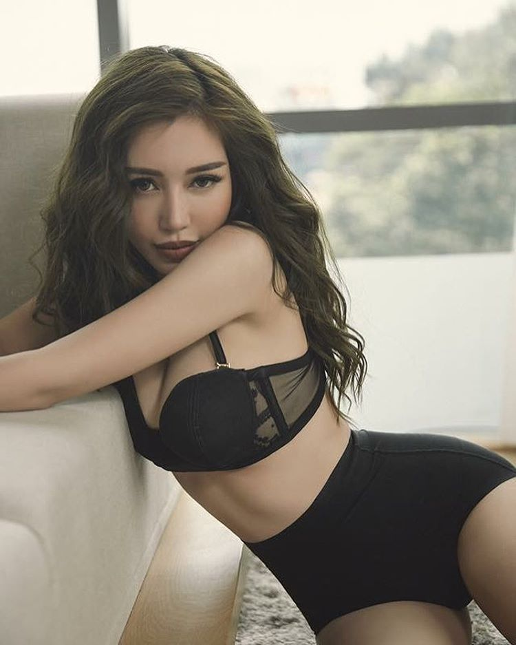 sexy elly tran ha black lingerie cewek 17