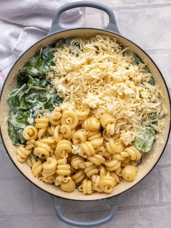 BEST CREAMED SPINACH MAC AND CHEESE