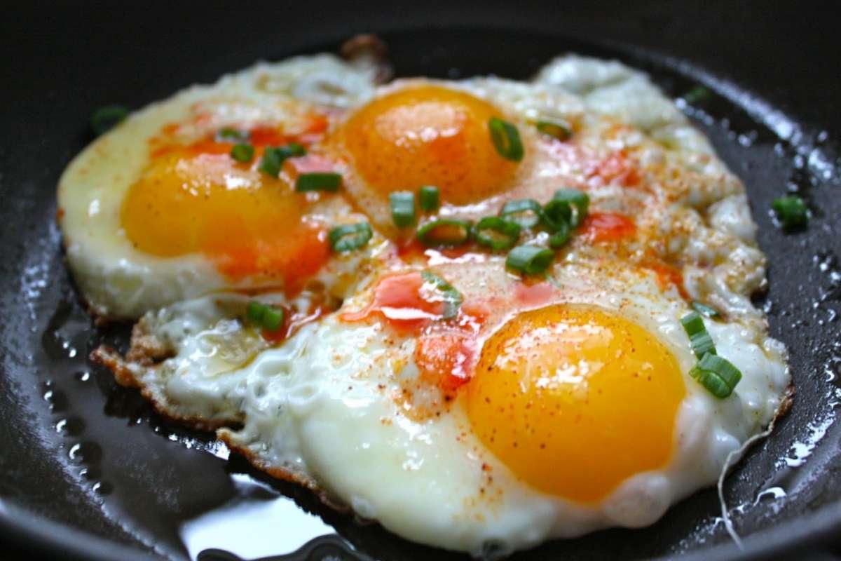 الذ الوجبات الخفيفة وبطريقة صحية لن تستغني عنها بعد الأن تحضير البيض المقلي