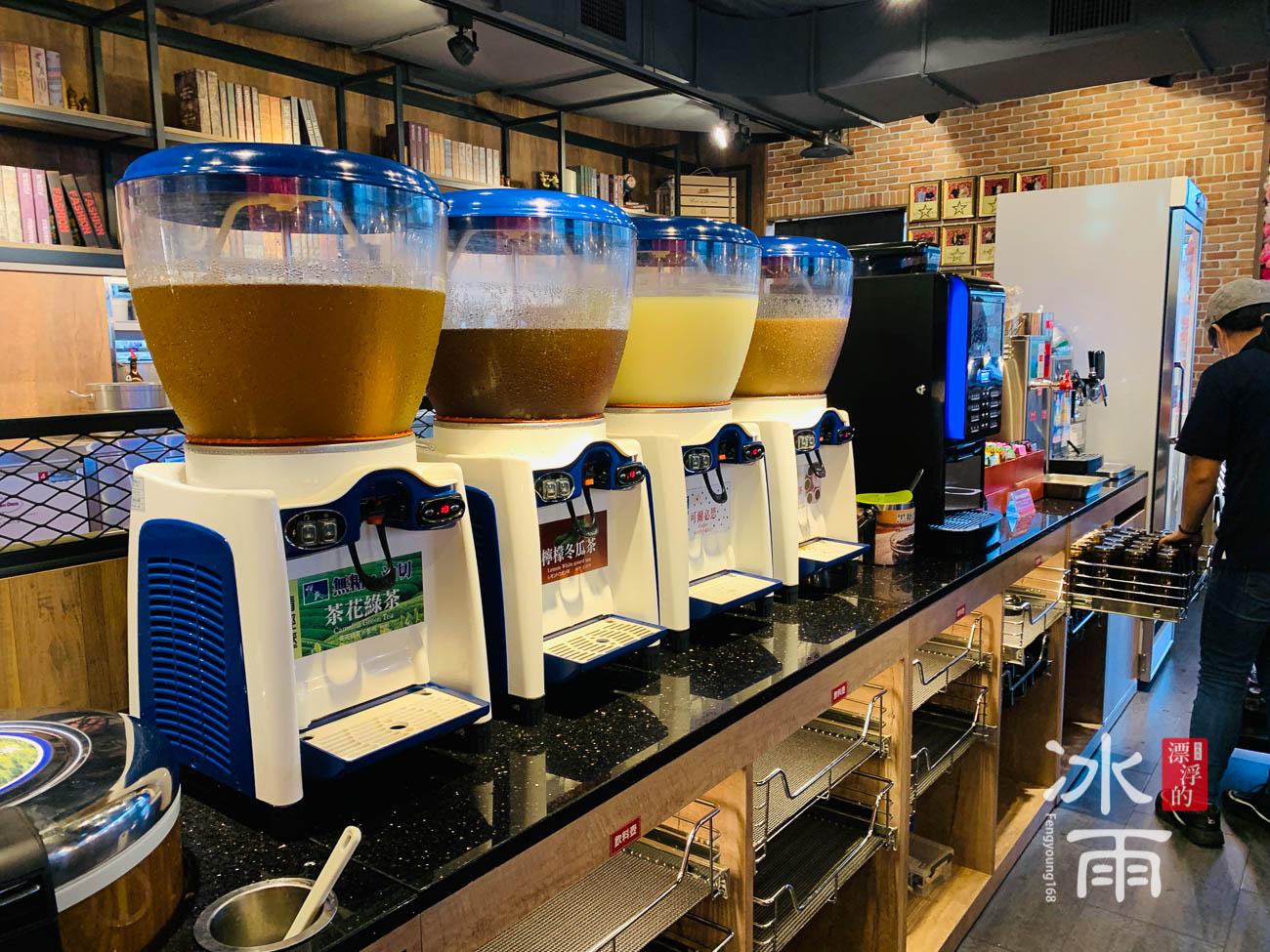 提供的飲料都很多元,品質也很好!茶葉也是給很高級的