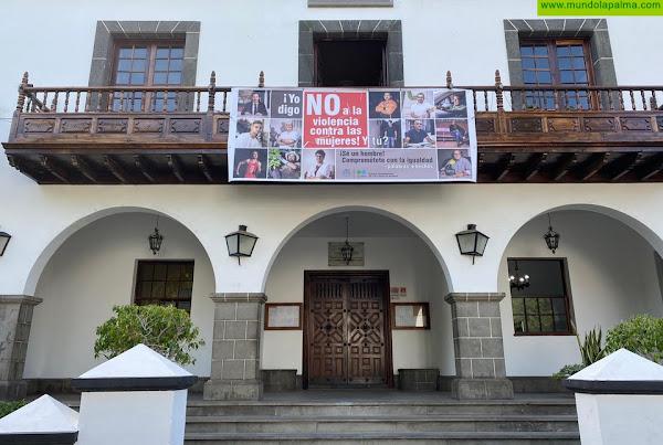 """Los hombres dan la cara en Los Llanos de Aridane y dicen """"No a la violencia de género"""""""