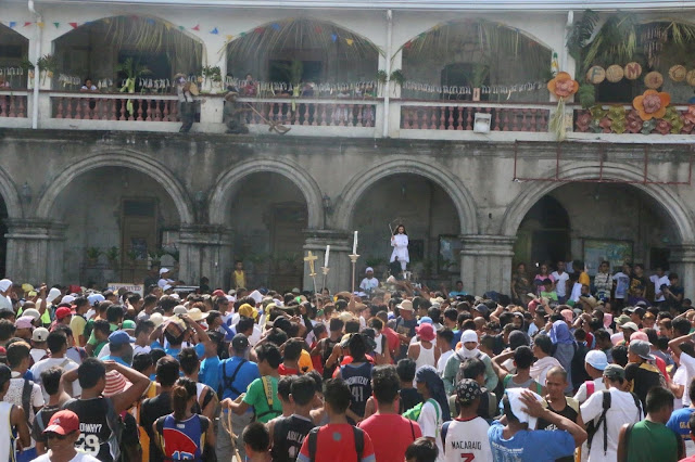 Crowd gathered in the church compound before the libot (procession).