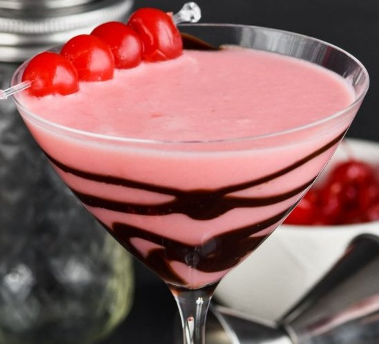 CHOCOLATE COVERED CHERRY MARTINI #drinks #vodka