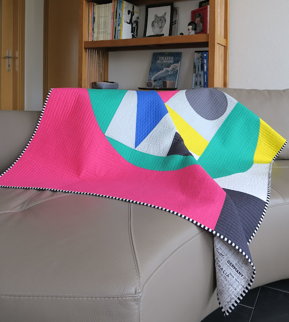 Luna Lovequilts - LOVE quilt - On the sofa