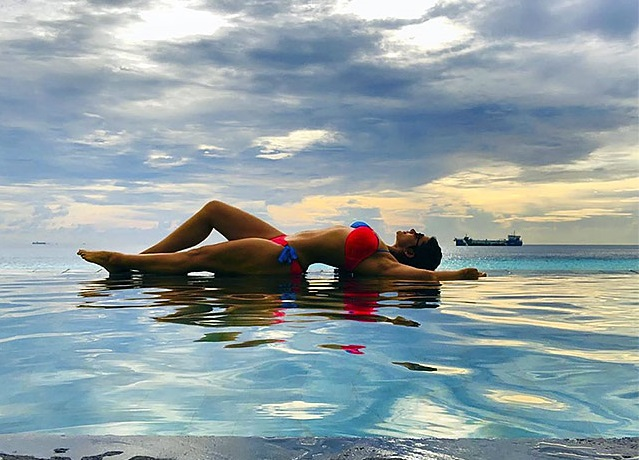 mandira bikini picture
