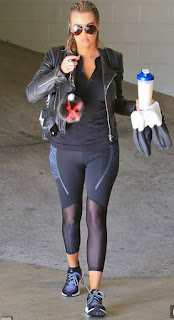 Kloe Kardashian en skin tight leggings