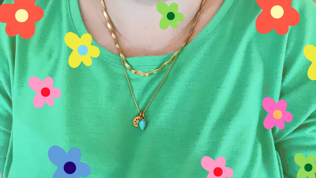 Selfie Wearing the Daisy Wavy Snakechain Necklace