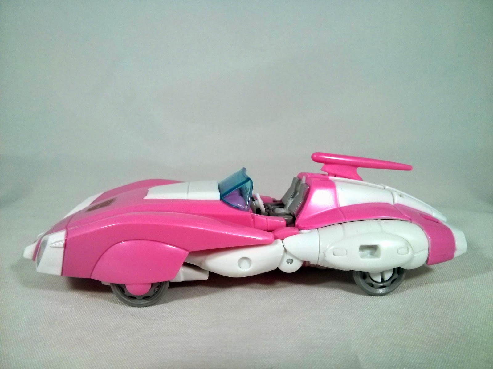 takara transformers legends arcee car mode side