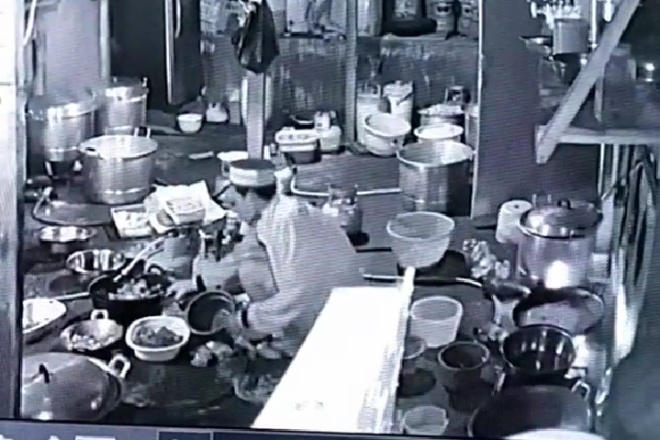 Pelaku Pencurian Ayam Goreng di Pasar Sentral Lama Terekam CCTV