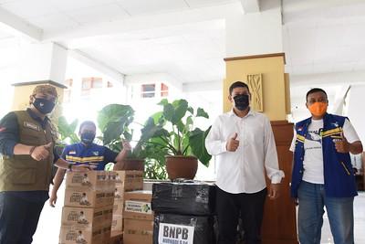 Walikota Kediri Terima Bantuan Masker, Hand Sanitizer dan Jamu dari Anggota DPR RI Nurhadi