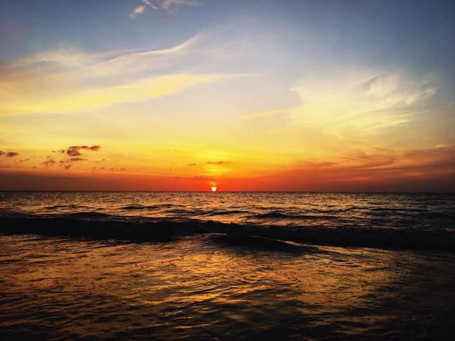 หาดคึกคัก เป็นจุดชมวิวพระอาทิตย์ตกที่สวยอีกที มีบรรยากาศที่เงียบสงบ