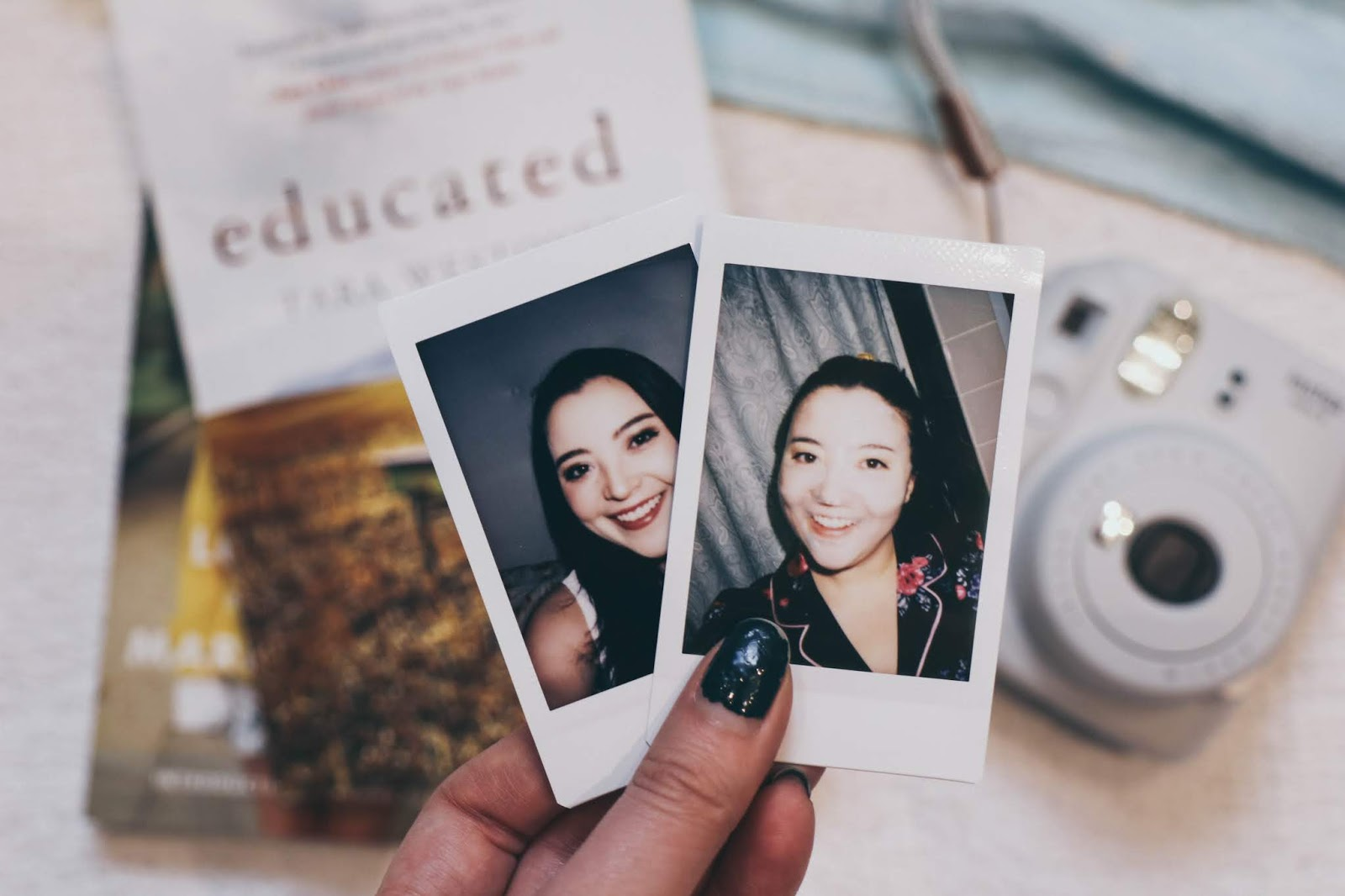2019 Books to Read Polaroid Camera