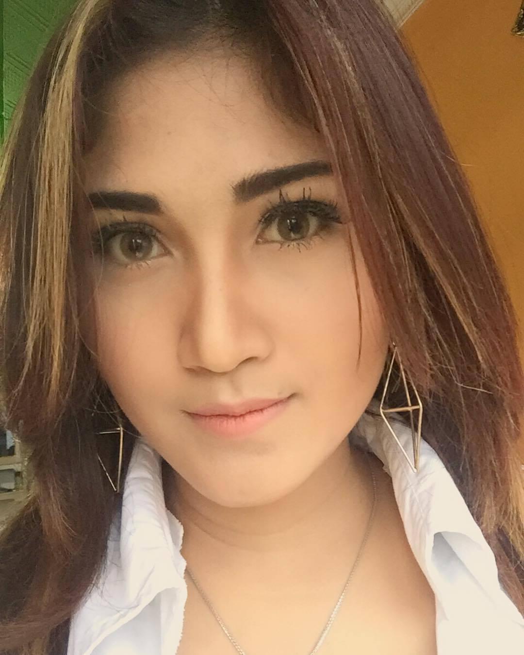 Penyanyi Dangdut Resa Lawang Sewu Semarang 2016 - Penyanyi Dangdut Ria