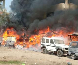 बिहार में हादसों की होली: पटना के मौर्या लोक में भीषण आग, नालंदा में सात महादलितों के घर राख