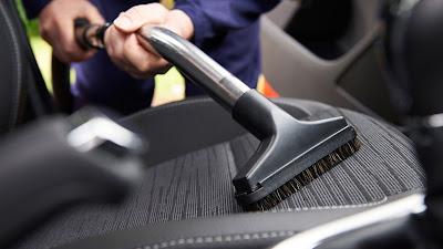 bersihkan interior mobil