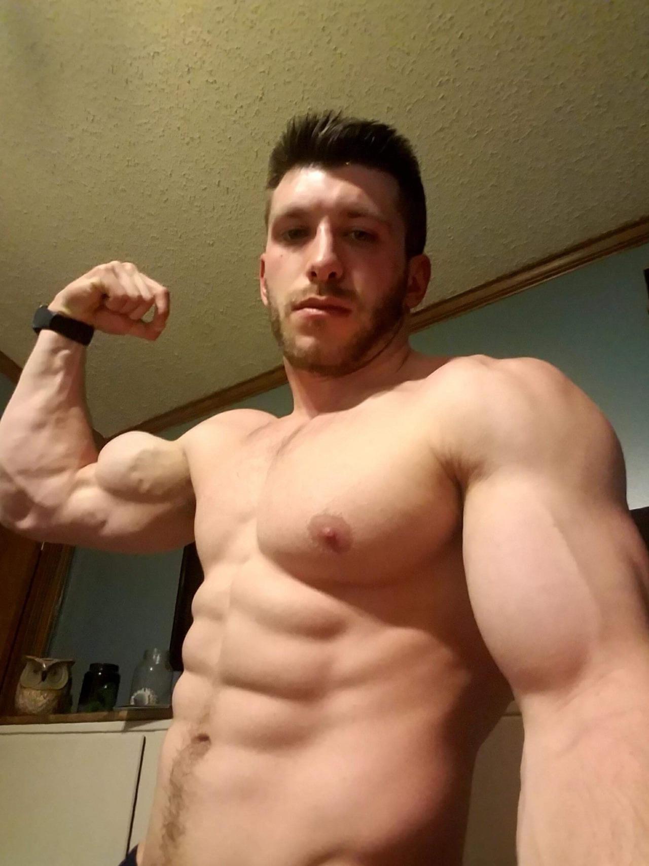 handsome-shirtless-masculine-beefy-guy-huge-pecs-sixpack-abs-biceps-flex-selfie
