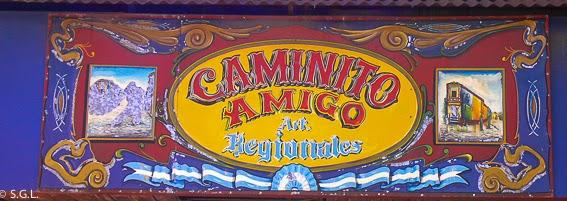 Cartel con muchos colores de caminito en Buenos Aires