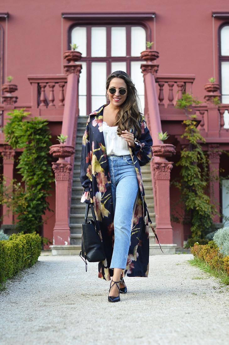 Streetstyle - Zara Trenchcoat, Zara mom jeans, Zara heels, HM lace blouse, Rayban round sunglasses, Phillip Lim bag. Casual look