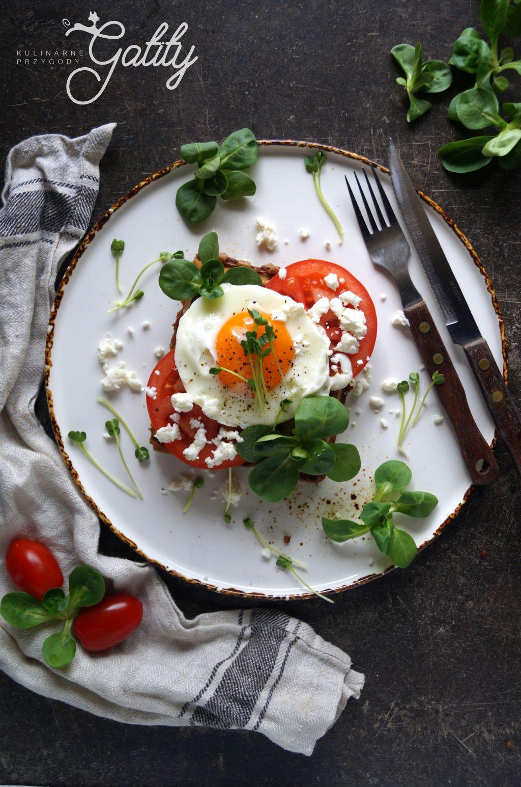 jajko-z-pomidorami-ziolami