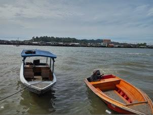 Speed Boat penyebrangan menuju Kampong Anyer 1 BND = Rp 9500. Untuk mengelilingi kampung selama 40 menitan 10 BND