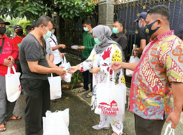 Pengusaha Nasional Hj.Rizayati Bantu 10 Ribu Paket Sembako Korban Banjir Jabodetabek dan Subang