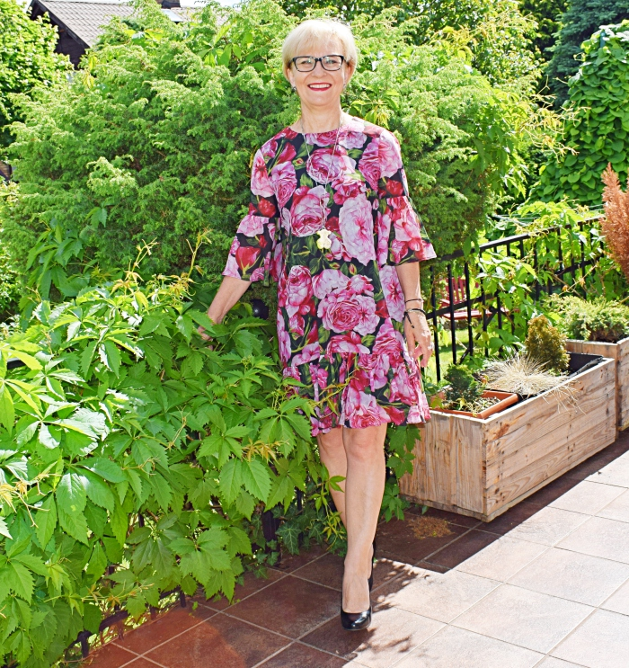 Sukienka z tkaniny kupionej na Aliexpress w stylu D&G