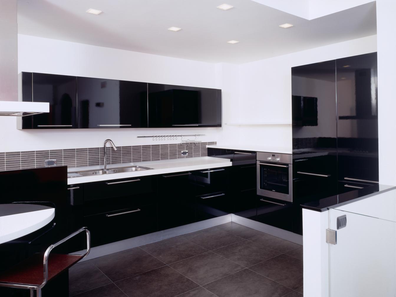 klikrumahanda Kitchen Set yang Berfungsi Ganda sebagai Cermin