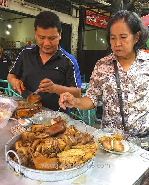 Puchero de cerdo en Yakarta