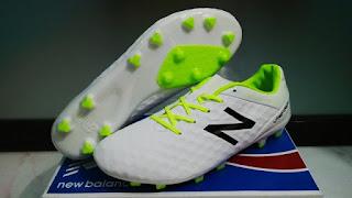 Sepatu Bola New Balance Putih