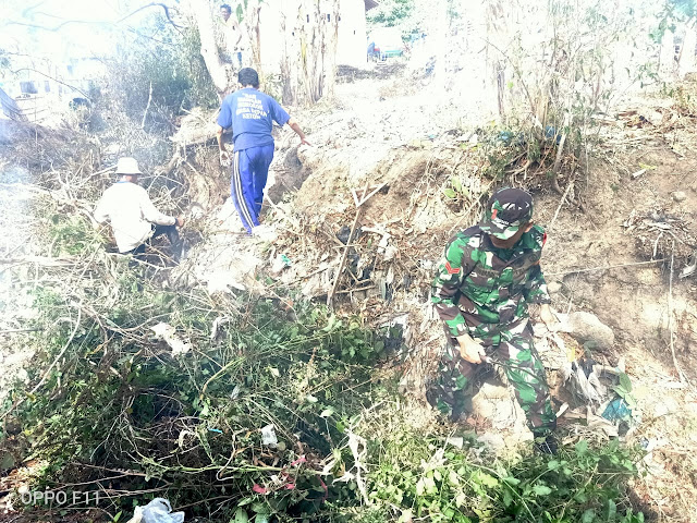 Lomba ODF Provinsi , Babinsa Pomah Kerja Bhakti Membersihkan Sampah Bersama Warga