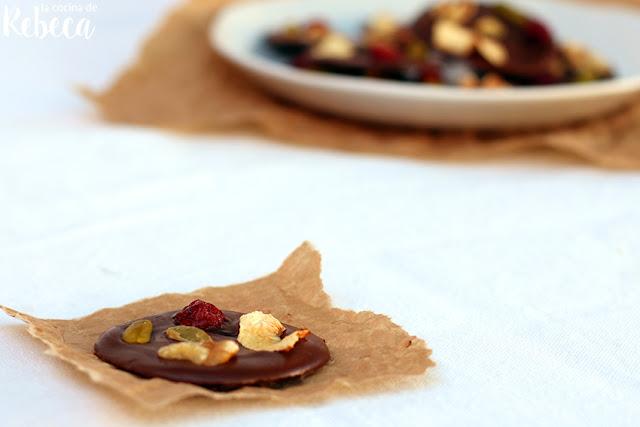 Mendiants (chocolatinas con frutos secos y frutas desecadas)