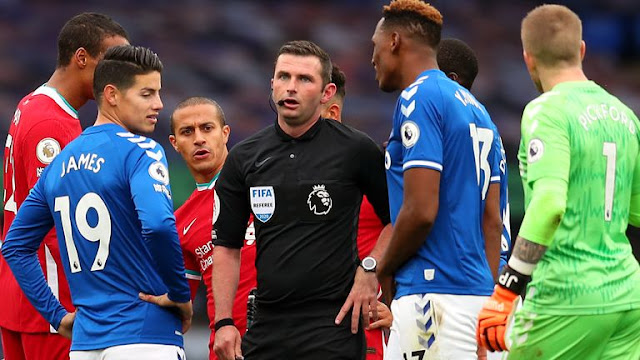 Michael Oliver during Liverpool vs Everton
