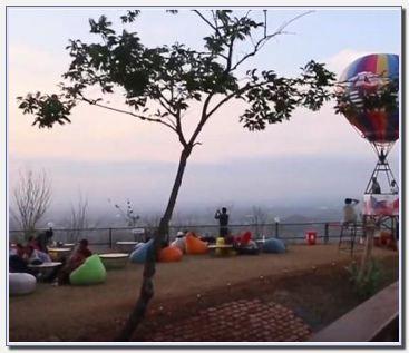 Bukit Bintang Jogja siang hari