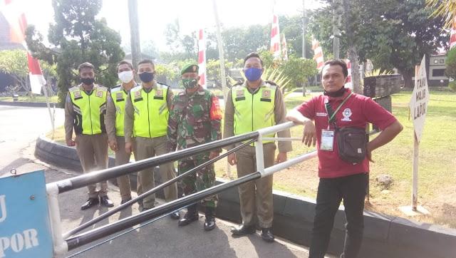 KodimKaranganyar - Babinsa Koptu Pujiyono Melaksanakan Pengamanan Pra Konggres Askab PSSI Kab Karanganyar