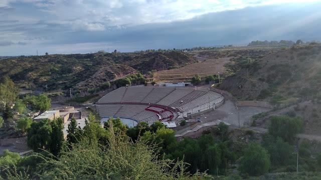 Anfiteatro no Parque General San Martín em que ocorrem as apresentações do festival de Vendímia, na época da colheita, em Fevereiro.