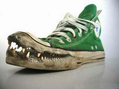 kasut pelik, kasut yang sangat unik, kasut mulut buaya, kasut aneh, gambar kasut, kasut yang aneh