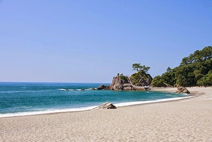 หาดคัทสึระฮามะ (Katsurahama Beach)
