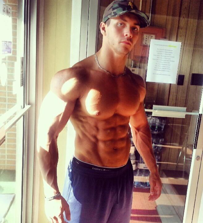 beefy-shirtless-alpha-male-stud-swole-muscular-body-hunk