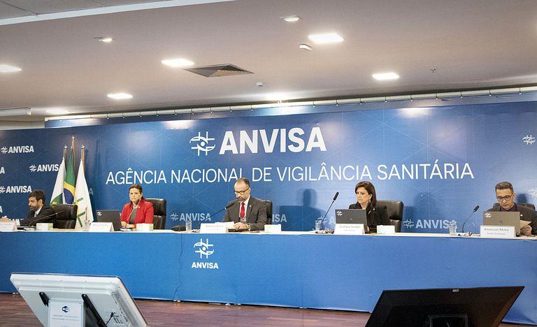 A INSANIDADE tomou conta do Brasil: Vacina Covid é liberada para experimento em massa e sem dados de segurança a longo prazo